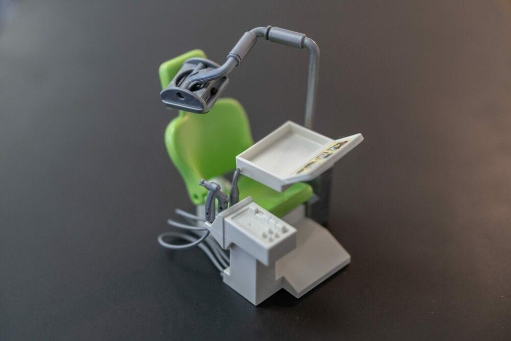 Miniaturstuhl Zahnarztpraxis Nelsy Blaser-Mayorga in Bern
